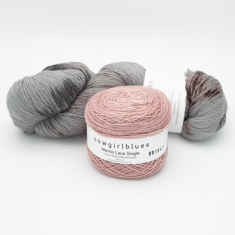 Cowgirl Blues Merino Single Lace Garnpaket 150g Smoke and Mirrors with faded rose